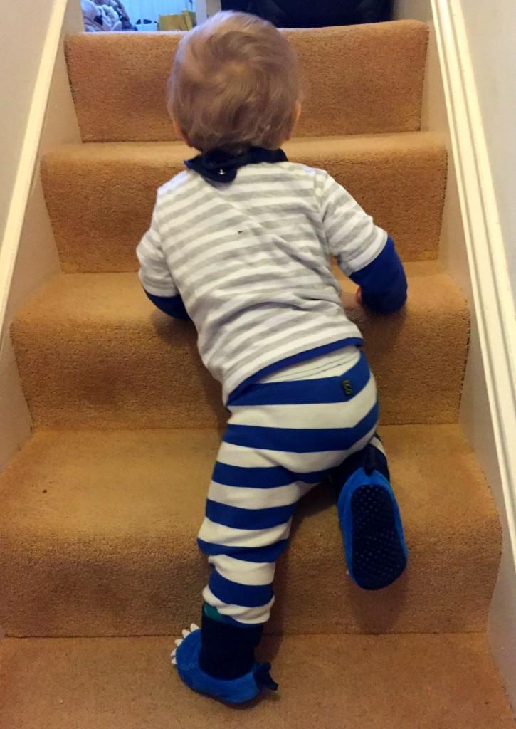 scandimummy_baby_on_stairs