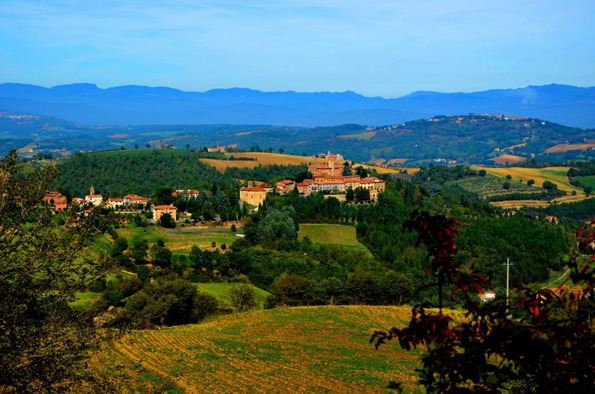 The beautiful surroundings of Villa Pia in Italy. Perfect for a relaxing family holiday.