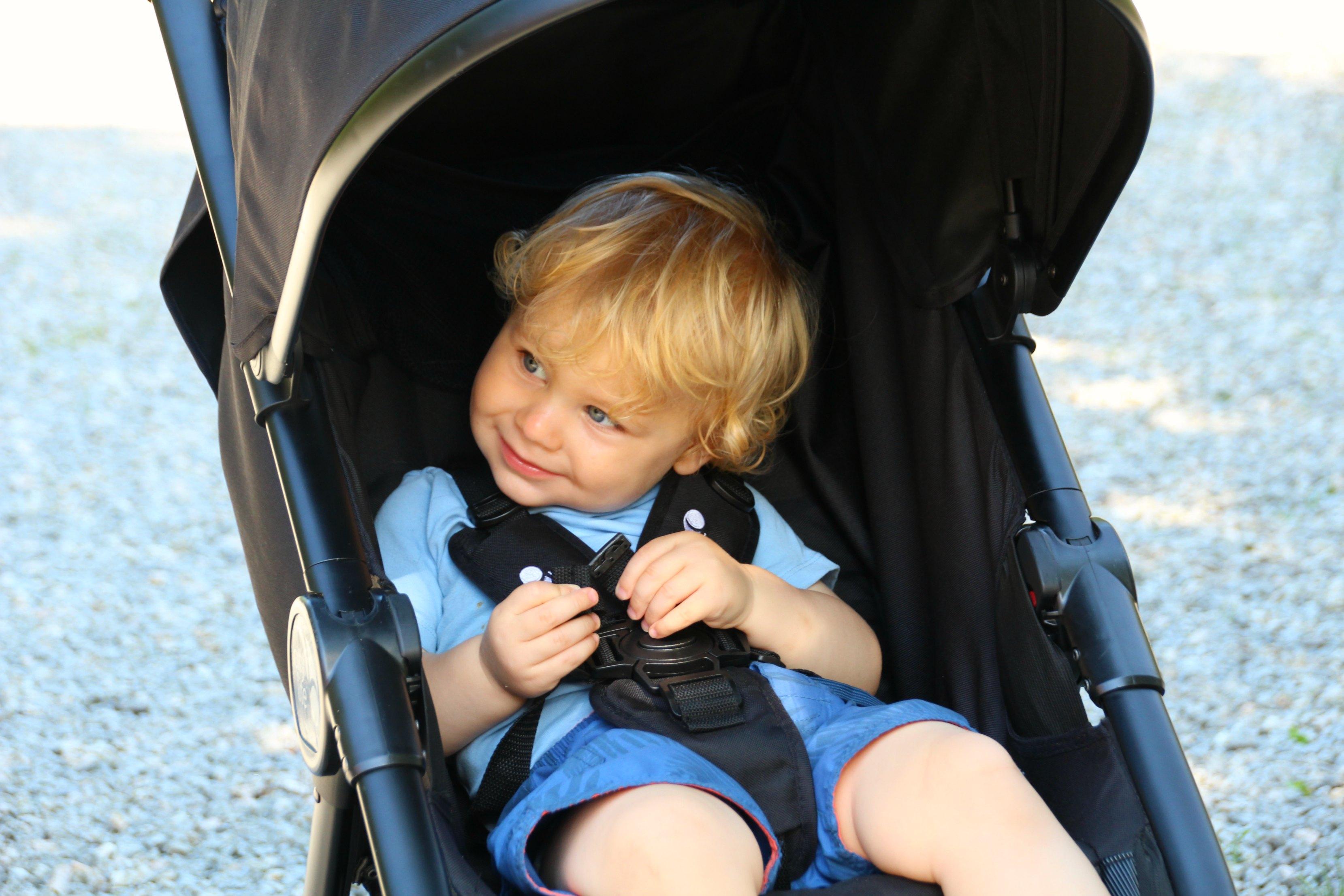 scandimummy-child-in-stroller