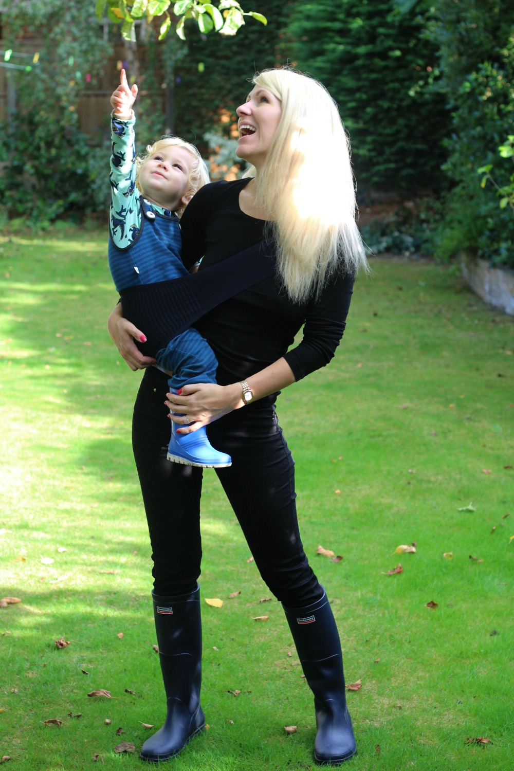 Easy to carry your baby or toddler with the Japanese Suppori sling