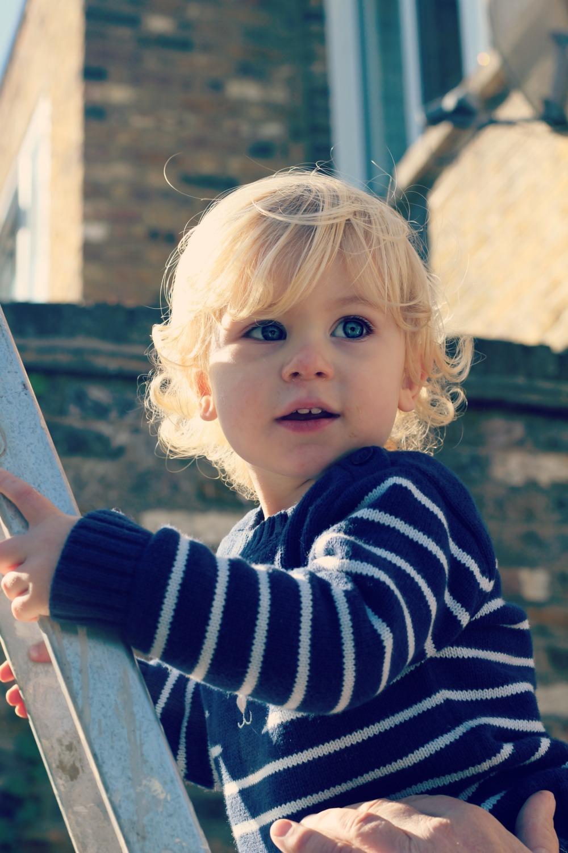 scandimummy-boy-climbing-ladder