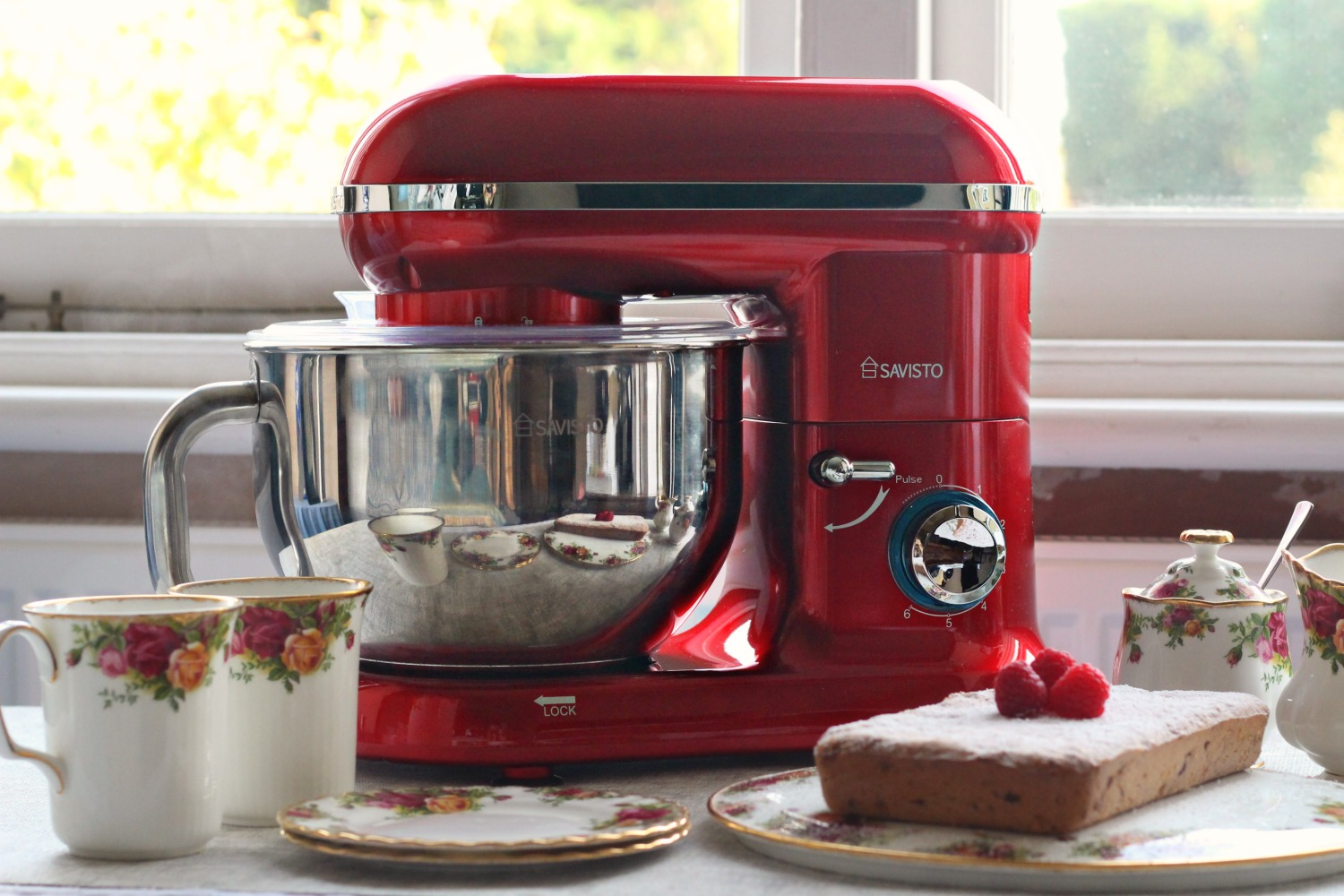 The Savisto 3-in-1 food mixer perfect for making banana bread to go with your afternoon cup of tea.