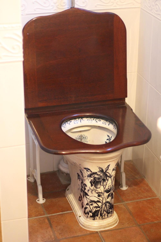 scandimummy-antique-toilet