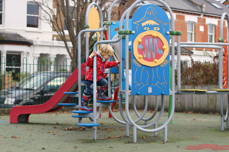 scandimummy-muck-boots-playground