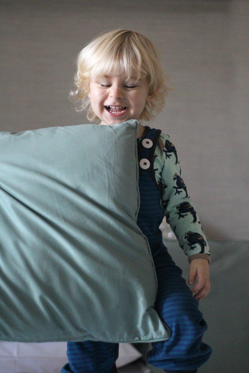 scandimummy-pillow-fight