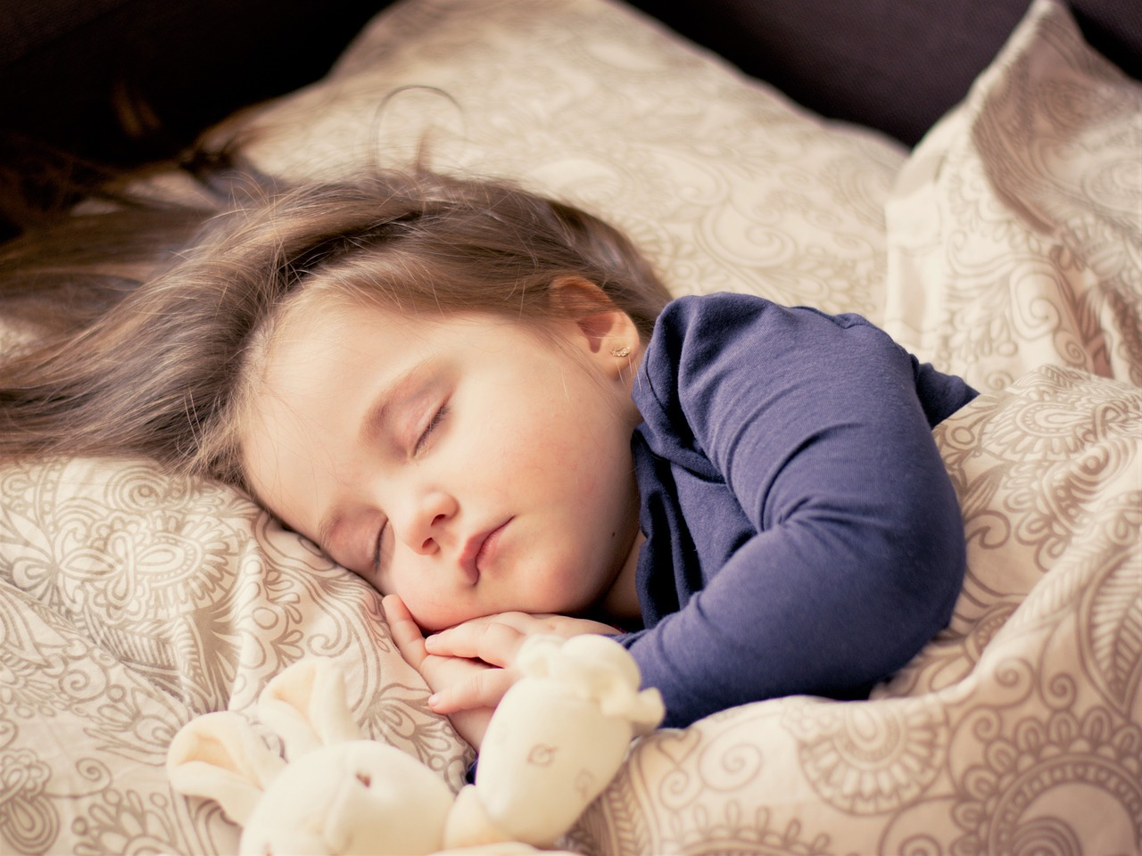 HOW TO GET YOUR CHILD TO SLEEP WHEN THE CLOCKS GO FORWARD