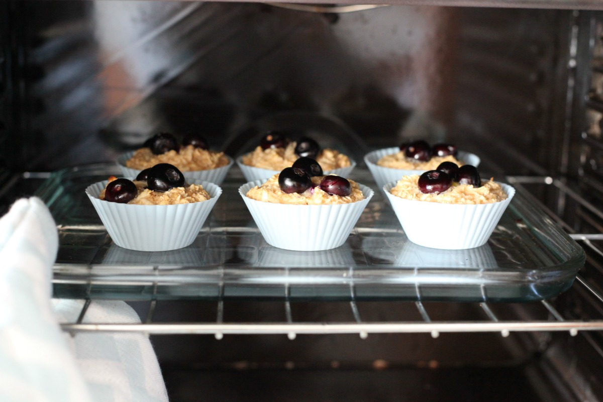 Oaty apple muffins using Ísey Skyr Vanille