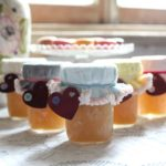 MAKE ADORABLE JAM JAR TOPPERS AND DELICIOUS APPLESAUCE THIS AUTUMN