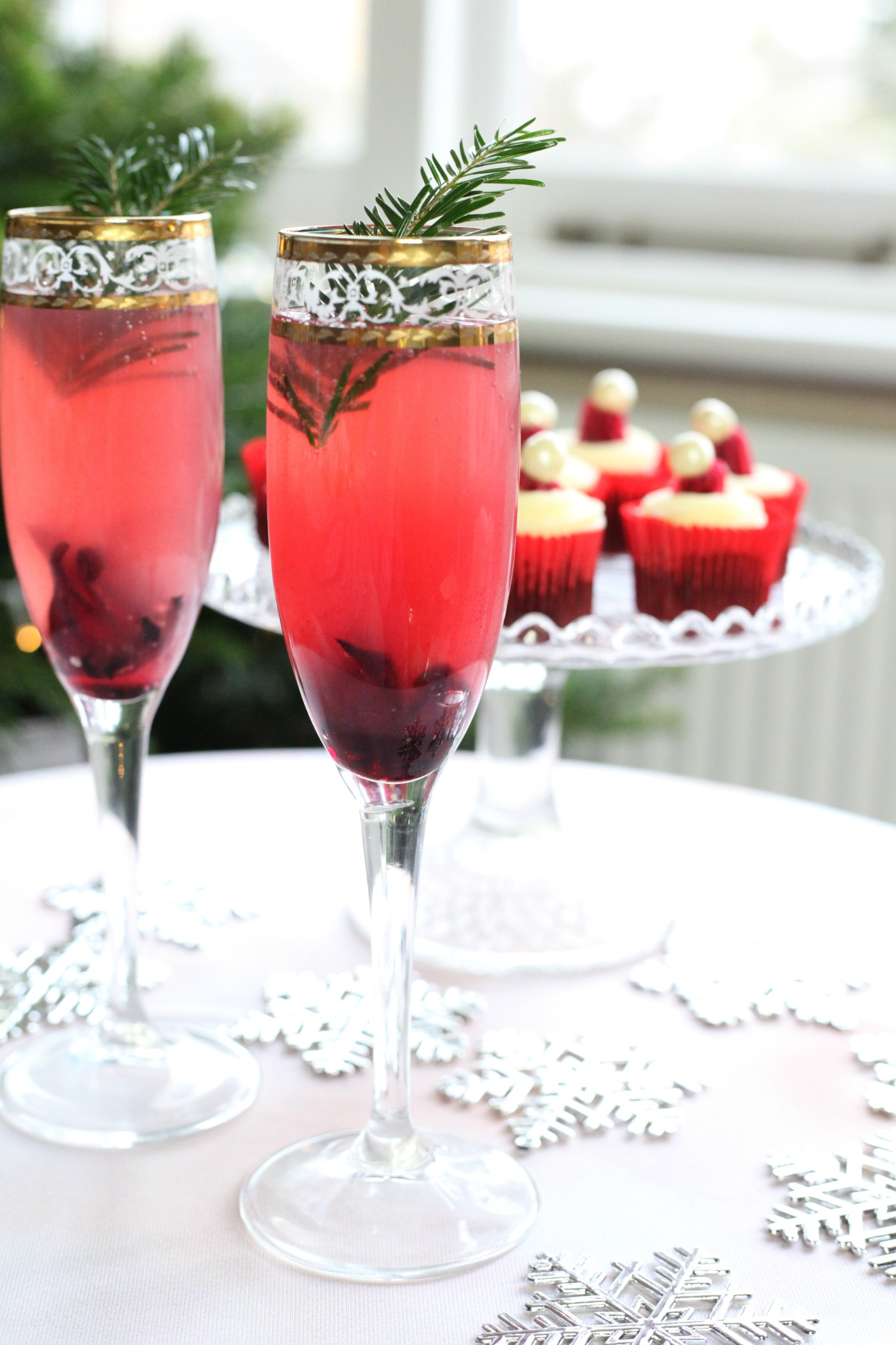 The Berry Christmas. Festive Christmas cocktails with new Ocean Spray Wholeberry.