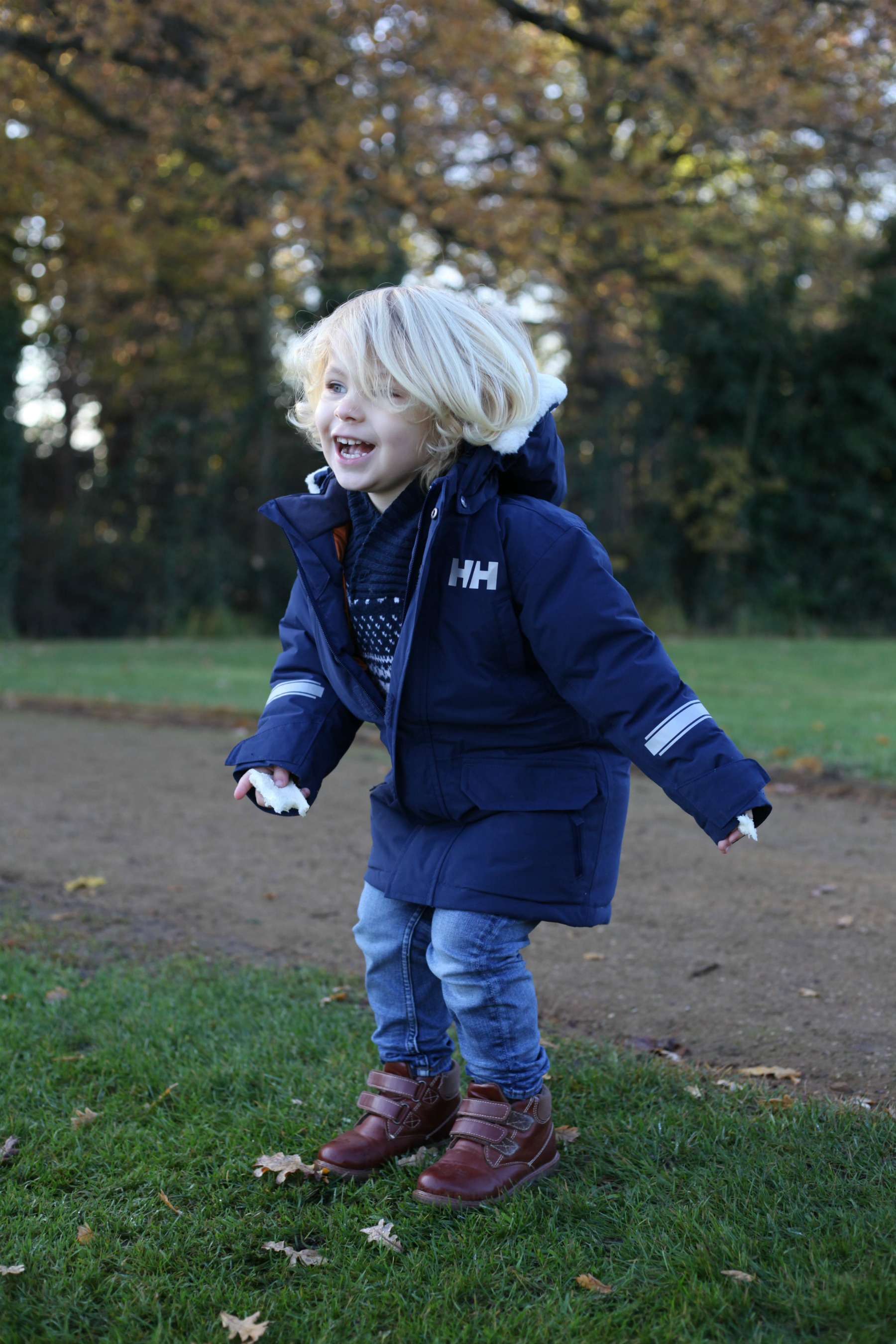 Helly Hansen children's coat, perfect for embracing winter.