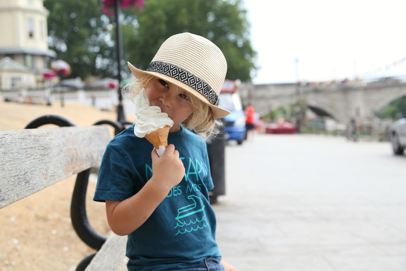 boy eating ice cream dressed in Vertbaudet